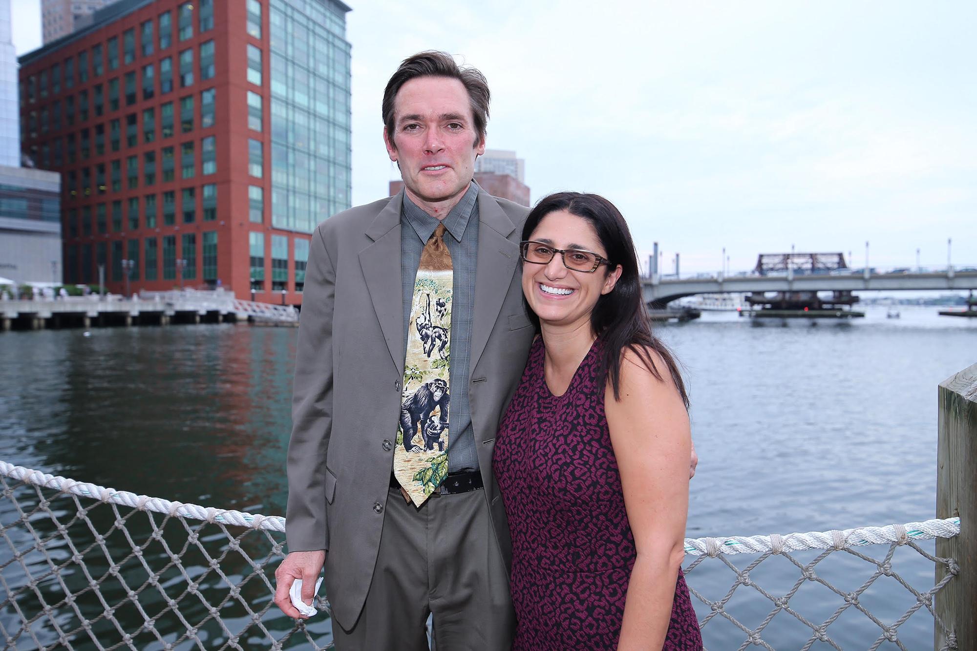 Los profesores Marc Edwards y Mona Hanna-Attisha, ganadores del Disobedience Award.