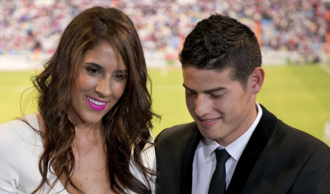 El madridista James Rodríguez junto a su esposa, Daniela Ospina.