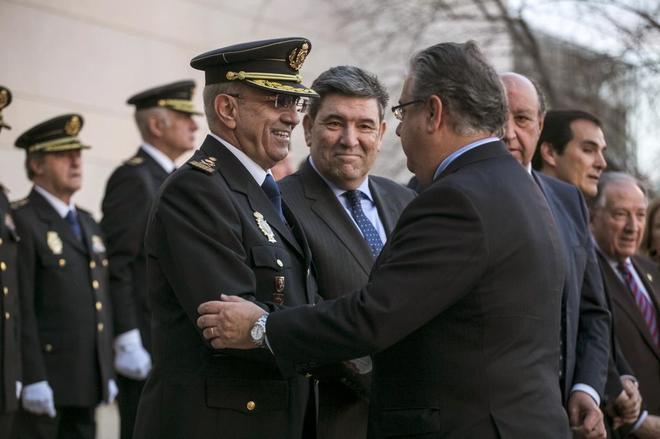 Juan Ignacio Zoido saluda al director adjunto operativo de la Policía...