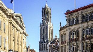 La imponente Torre Dom, en el centro histórico de Utrecht.