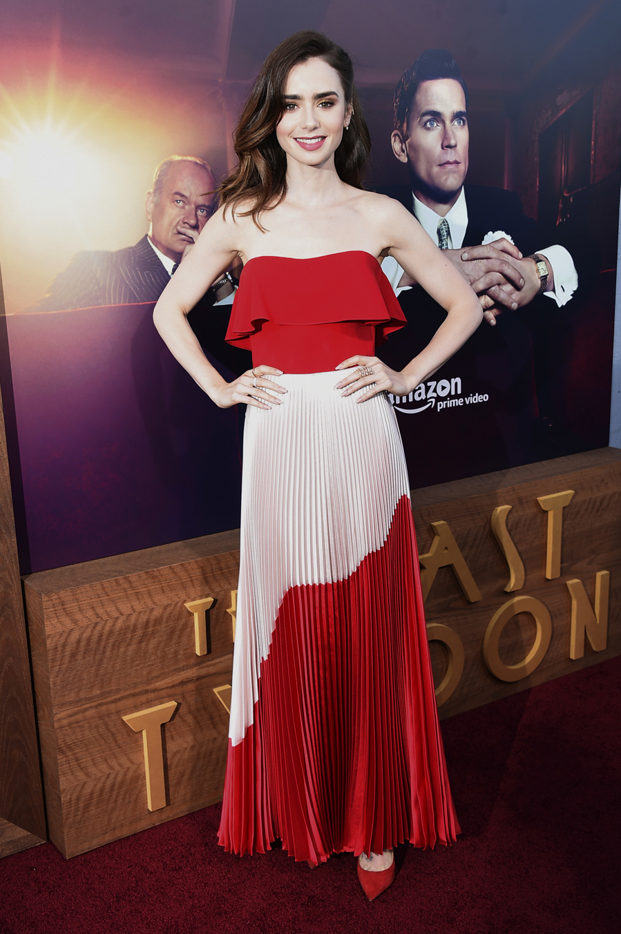 La actriz y modelo llevó un conjunto bicolor en rojo y blanco de Reem...