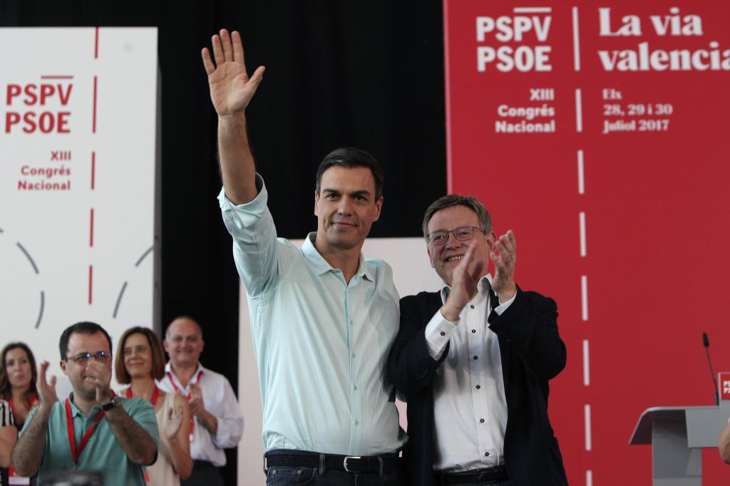 Pedro Sánchez y el líder de los socialistas valencianos, Ximo Puig...