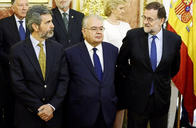 Rajoy junto al presidente del Tribunal Constitucional, Juan José...