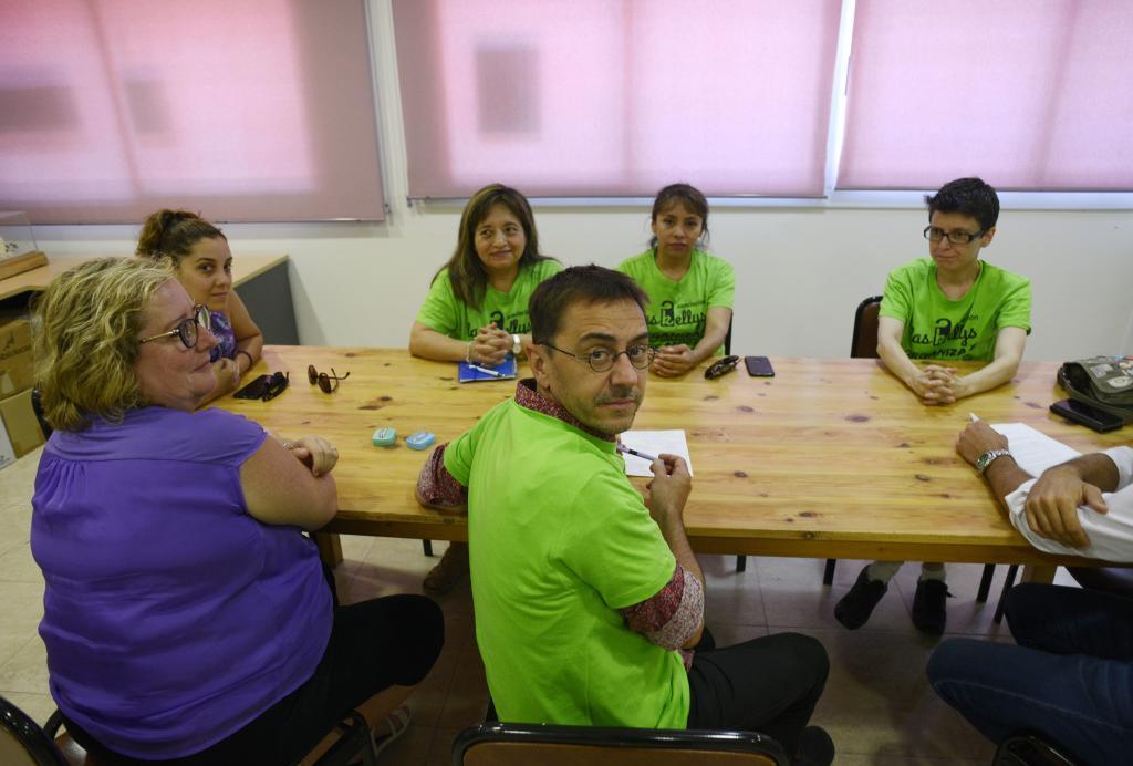 Juan Carlos Monedero en la reunión con las limpiadoras de hotel en...