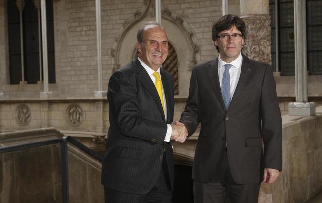 El president Carles Puigdemont con Gay de Montella presidente de...