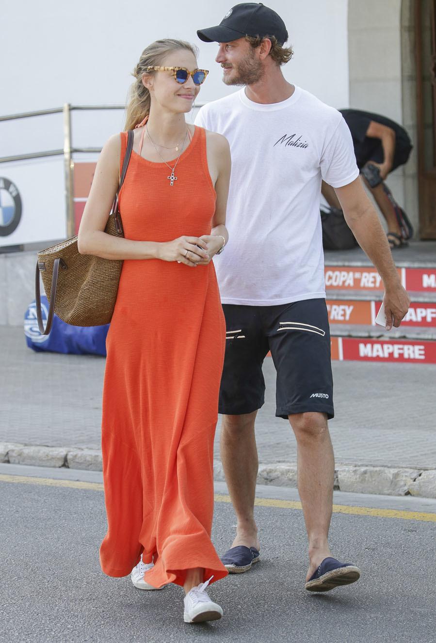 Su vestido anaranjado, en clave maxi es una de las mejores...