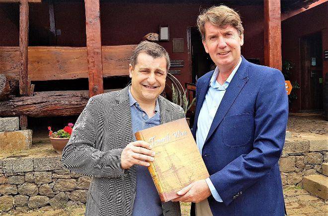 Josep Roca y Carlos Cólogan, autor del estudio y del libro.