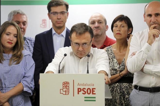 Miguel Ángel Heredia, en la rueda de prensa en la que anunció que no se optará a la reelección ayer.