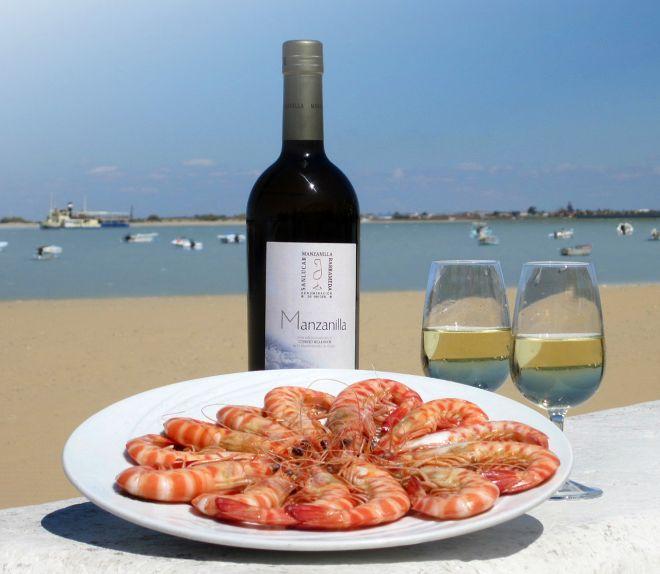 Ración de langostinos con vino de manzanilla en Barbiana.