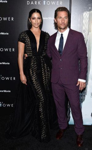 Matthew McConaughey y su mujer posan en la 'premiere' de...