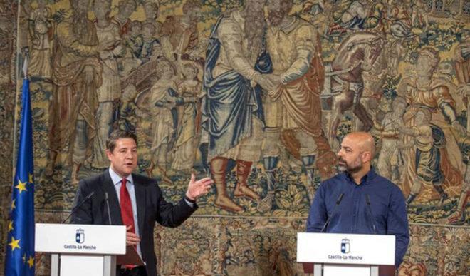 Emiliano García-Page y el secretario general de Podemos en la...