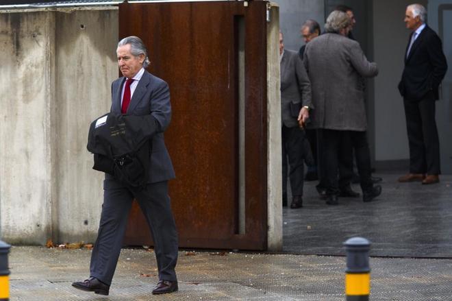Miguel Blesa, tras declarar en la Audiencia Nacional por las tarjetas 'black' en febrero.