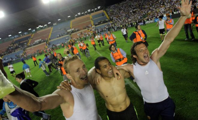 Los jugadores del Zaragoza celebran su premanencia en Primera en Orriols en el partido investigado.
