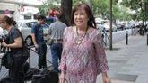 Cristina Narbona a la entrada de la sede del PSOE de la calle Ferraz.