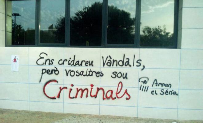 VANDALOS CATALANISTAS ATACAN PEÑISCOLA