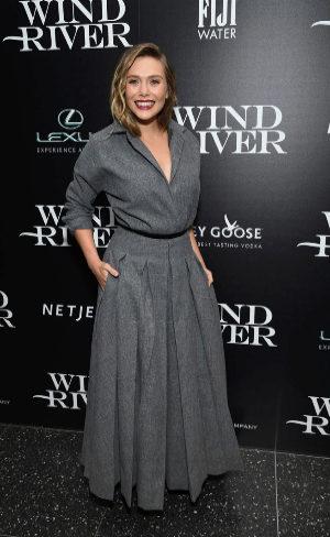 Elizabeth Olsen se inspira en Dior para acudir a la...