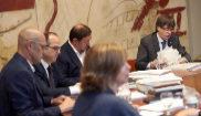 El presidente de la Generalitat, Carles Puigdemont, en la reunión del...