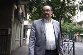 El presidente de Aragón, Javier Lambán, frente a la sede del PSOE en...