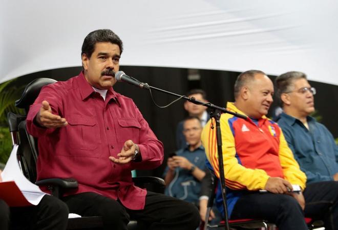 El presidente venezolano, Nicolás Maduro, se dirige a los recién elegidos miembros de la constituyente, en Caracas.