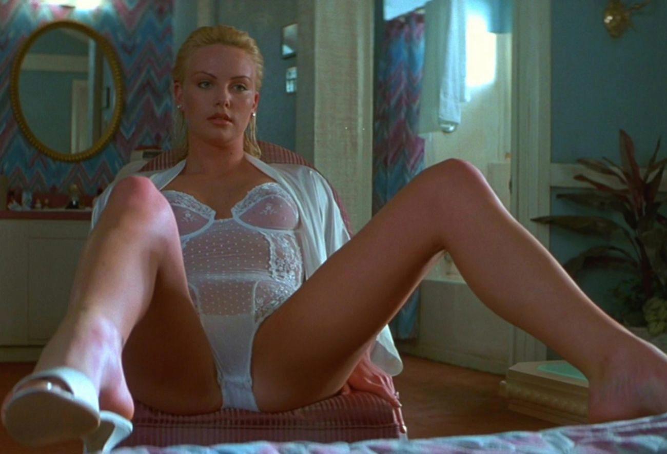 Thriller que supuso el debut de Charlize Theron en la gran pantalla....