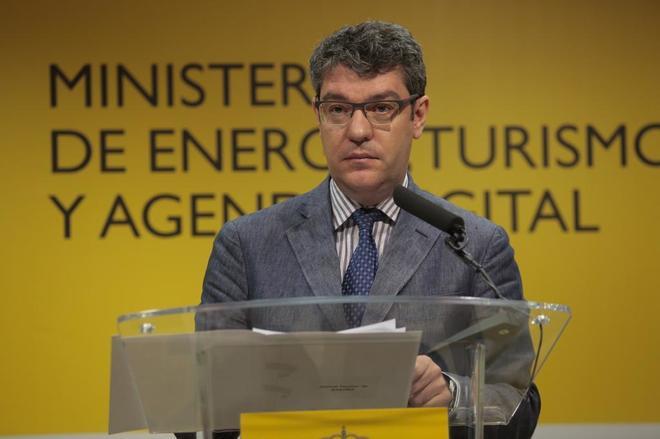 El ministro de Energía, Turismo y Agenda Digital, Álvaro Nadal, en rueda de prensa el pasado 1 de agosto.