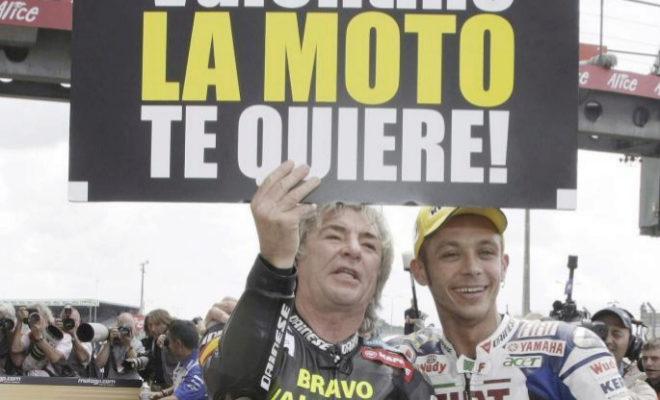 Ángel Nieto y Valentino Rossi al terminar el Gran Premio disputado en Francia en 2008.