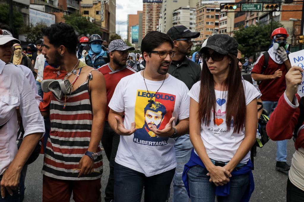 El diputado Fredy Guevara participa junto a opositores en una manifestación contra la toma de poder de la Constituyente, en Caracas.