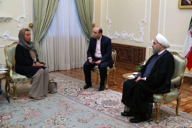 Rohani con Federica Mogherini en una reunión posterior a su nombramiento