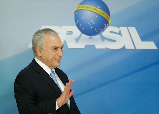 Temer no saca a Brasil del fango de la corrupción