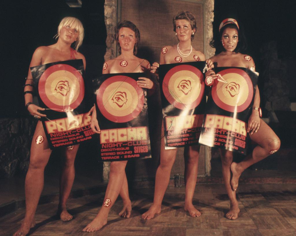Momento publicitario anunciado como Cuatro chicas pósters.