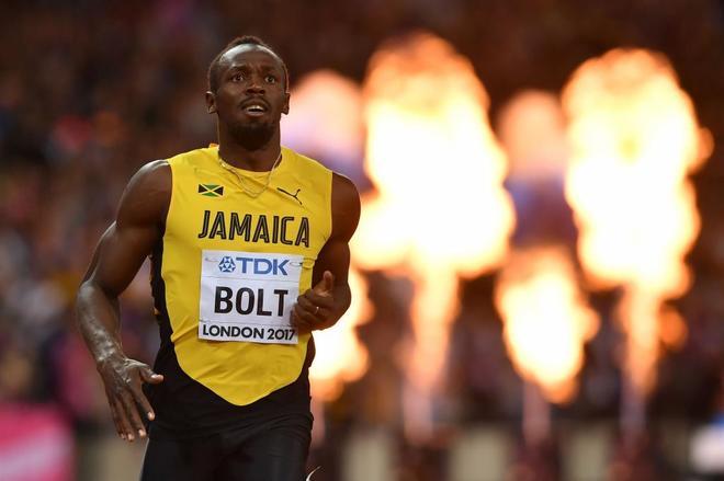 dd82616038 Bolt mira el marcador tras la final de los 100 metros, en el Mundial de  Londres. BEN STANSALLAFP-PHOTO