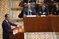 José Manuel Franco, sentado al lado de Ángel Gabilondo, durante un pleno en la Asamblea de Madrid.