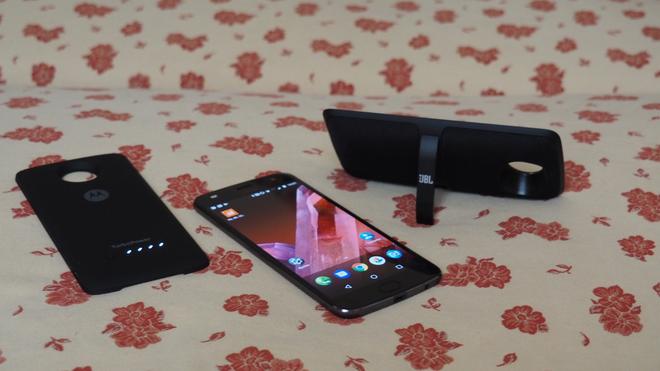 Moto Z2 Play y sus nuevos amigos, una opción interesante