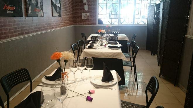 Comedor de 'El Rincón de Ana' separado por un biombo.