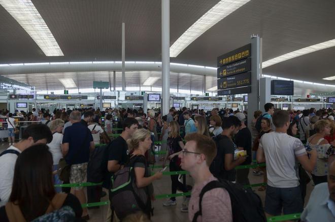 Colas causadas por la huelga en el aeropuerto de Barcelona - El Prat