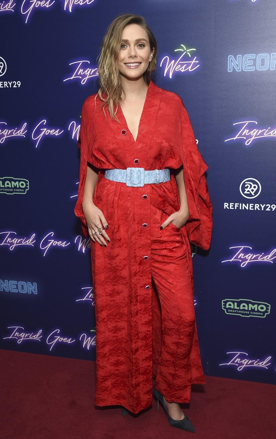 La actriz eligió un pantalón con print floral de inspiración...