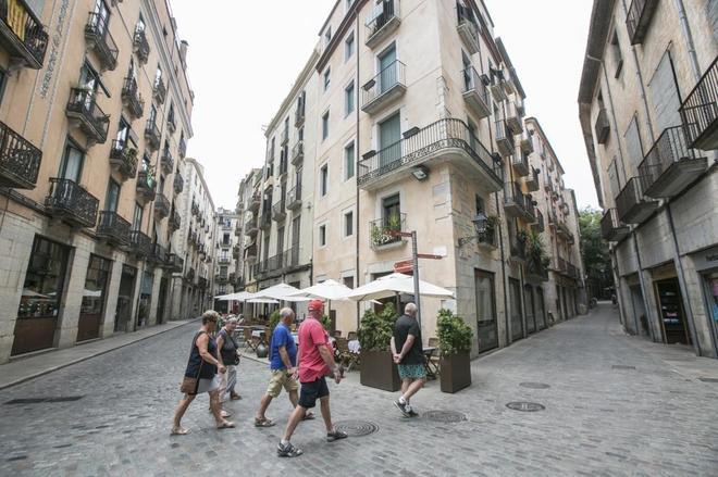 El ayuntamiento de girona prepara una serie de medidas para frenar la turismofobia catalu a - Pisos barri vell girona ...
