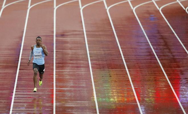 El despropósito más bello del Mundial: Makwala se clasifica para las semifinales del 200 en solitario