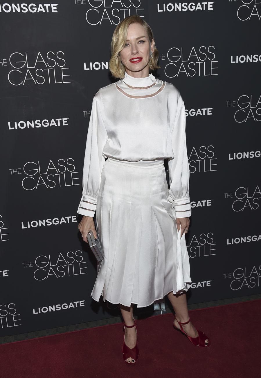 El vestido blanco, que recordaba a los que llevaban las estrellas de...