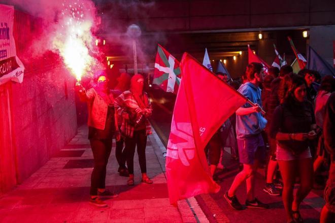 Manifestación en Vitoria de miembros de Ernai, las juventudes de...