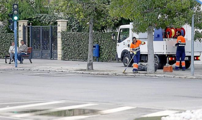 La empresa de limpieza de alicante al borde de la huelga for Empresas de limpieza en valencia que necesiten personal