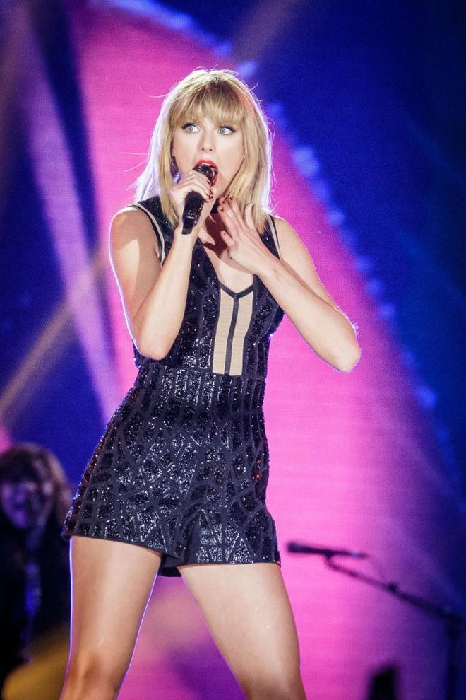 Taylor Swift  Tour Sexy