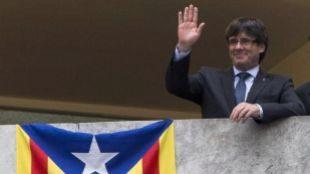 Carles Puigdemont, junto a una 'estelada' en un acto reciente.