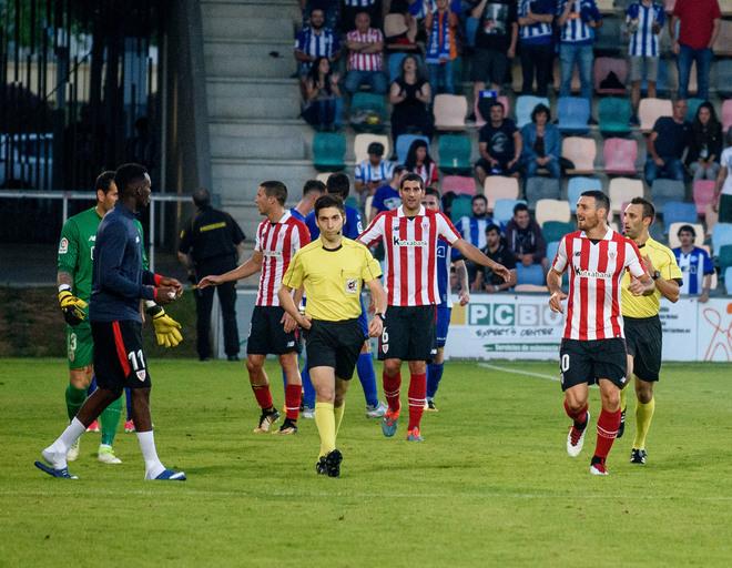 El árbitro se va del campo tras una bronca en el Athletic-Alavés