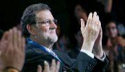 Los jóvenes del PP aplauden a Mariano Rajoy durante la inauguración...
