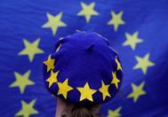 Una manifestante con la bandera de la UE en su boina, durante una protesta anti-Brexit en Birmingham.