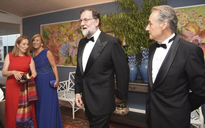 De izquierda a derecha, la presidenta del Congreso, Ana Pastor, la...