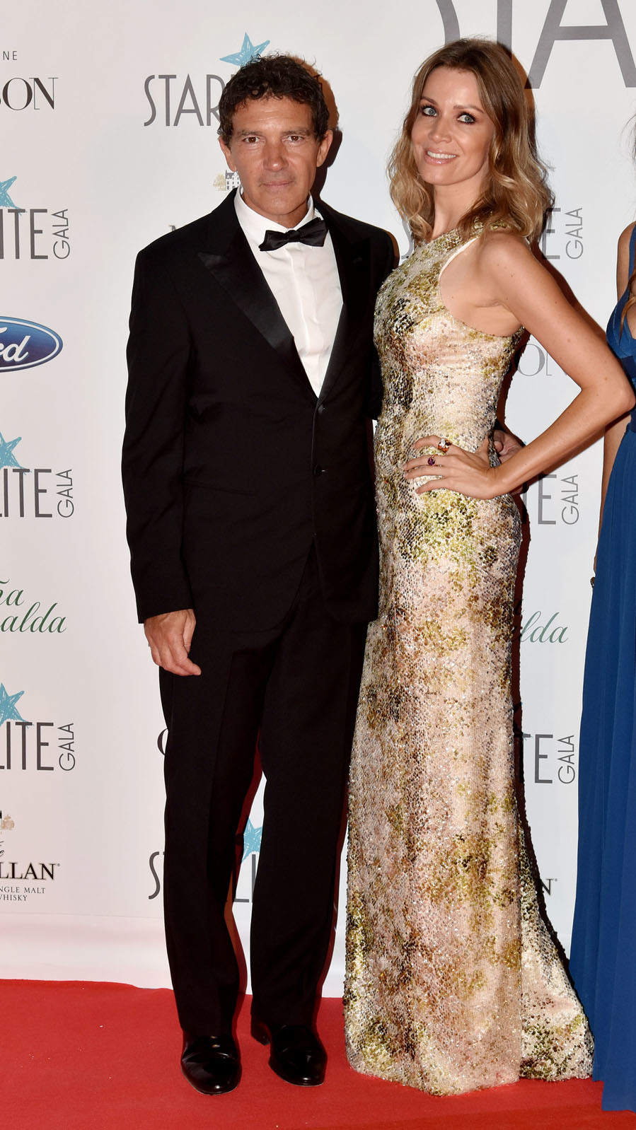 Él, maestro de ceremonias de la gala, lució un esmoquin; ella,...