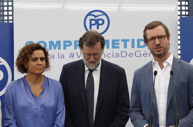 Javier Maroto, con el presidente del Gobierno, Mariano Rajoy, y la...