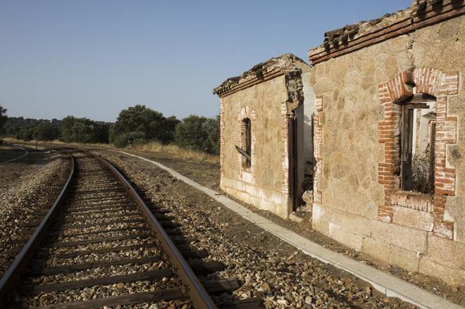 La estación abandonada a pocos kilómetros de Mérida. Los raíles...